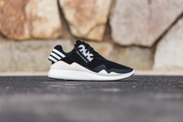 y-3-retro-boost-black-white-01-960x640