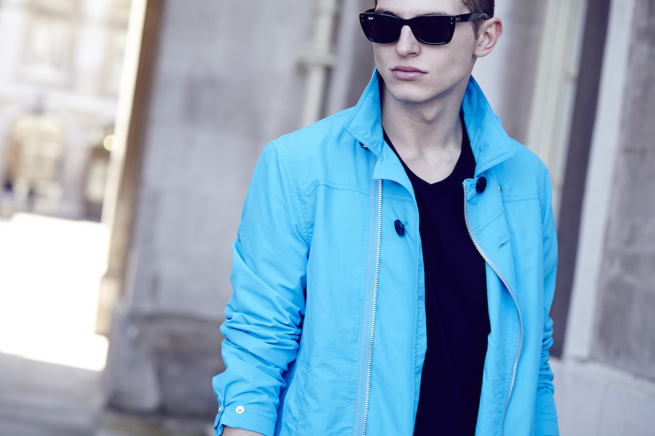 Notch London SS15 Lookbook Blauwe trenchcoat